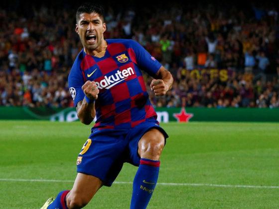 El delantero del FC Barcelona Luis Suárez celebra tras marcar ante el Inter de Milán, durante el partido de la segunda jornada de la Liga de Campeones que se disputa este miércoles en el Camp Nou, en Barcelona. EFE/Enric Fontcuberta