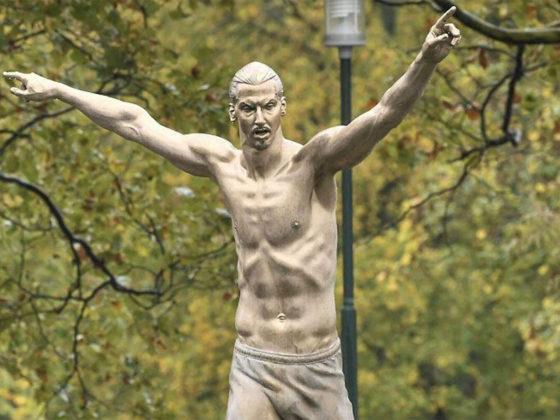 Foto: Zlatan Ibrahimovic Statue / Twitter