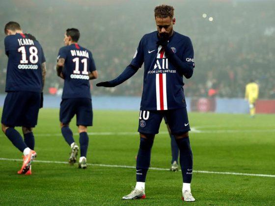 Neymar Jr (R) del Paris Saint Germain celebra tras anotar un penal durante el partido de fútbol de la Ligue 1 francesa entre Paris Saint-Germain (PSG) y FC Nantes en el estadio Parc des Princes de París, Francia, 04 de diciembre de 2019. (Francia) EFE / EPA / IAN LANGSDON