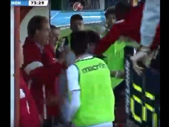 DT es expulsado por golpear a jugador. Foto: Youtube.