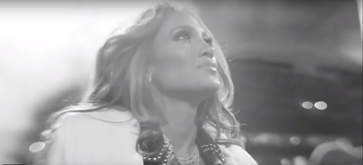 Jennifer López antes de su presentacion en el Super Bowl. Foto: Youtube.
