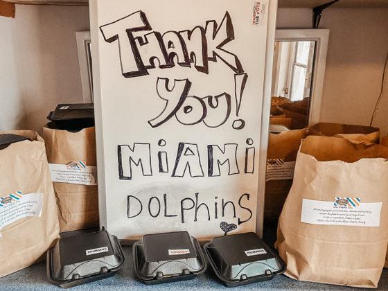 La Fundación de los Miami Dolphins está brindadndo ayuda a la comunidad del Sur de Florida. Foto: Cortesía Miami Dolphins.