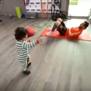 Leo Messi entrena con su hijo Ciro. Foto: Youtube.