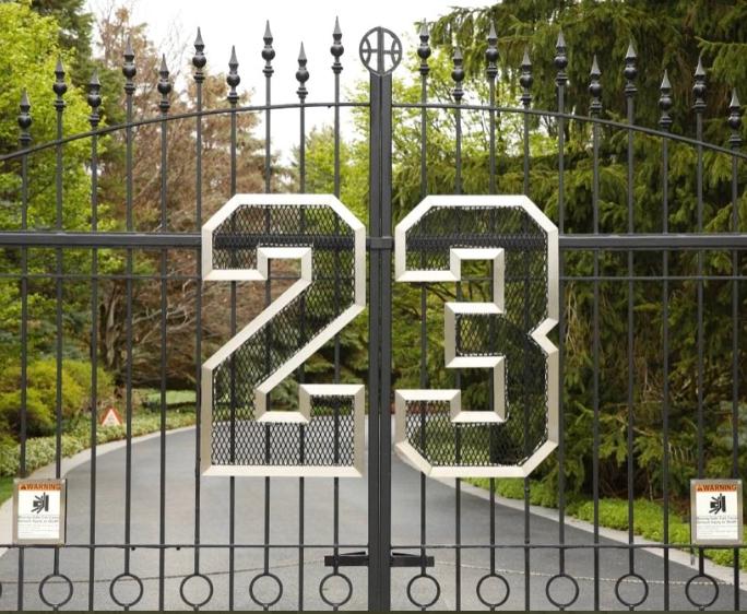 La entrada de la casa de Michael Jordan. Foto: Twitter.