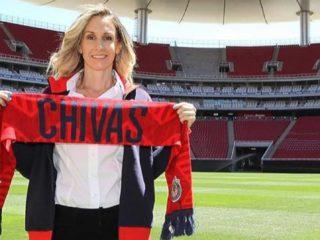 Nelly Simon, Chivas